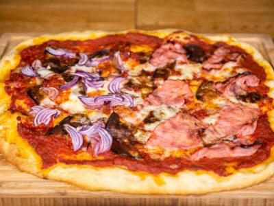 Storapadė itališka pica su namie turimais ingredientais