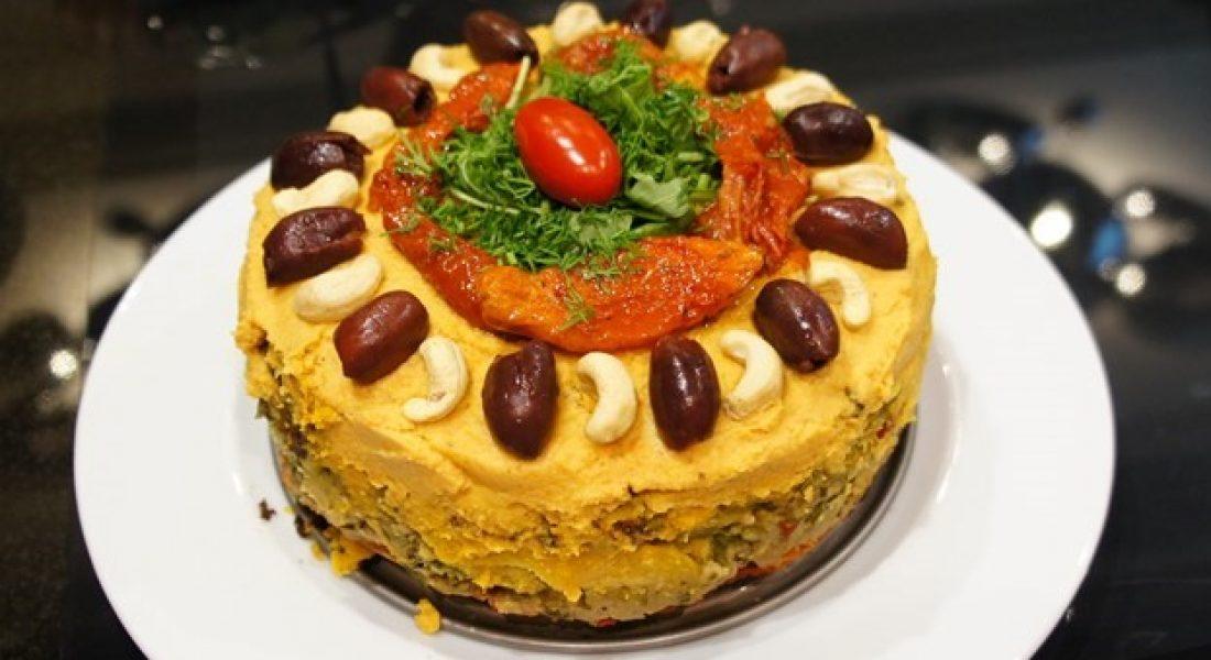 """Nesaldus """"tortas"""" su daržovių ir virtų kruopų likučiais ir humusu"""