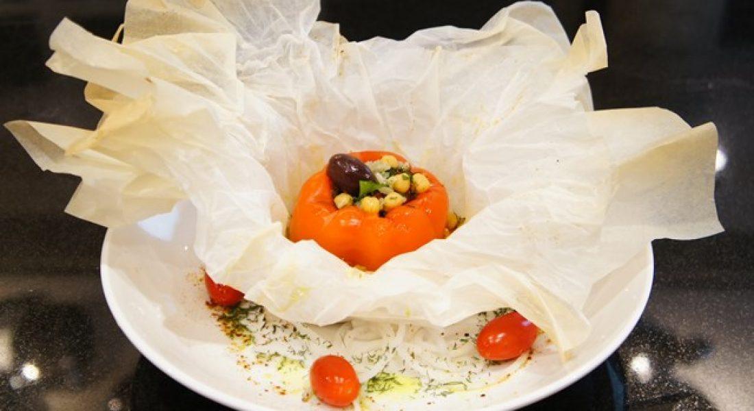 Karštasis patiekalas su ankštiniais ir daržovėmis ryšulėlyje